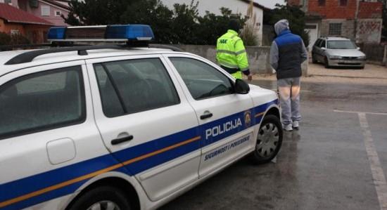 OBRAČUN NA VIRU: Pod automobil mu bacio bombu!
