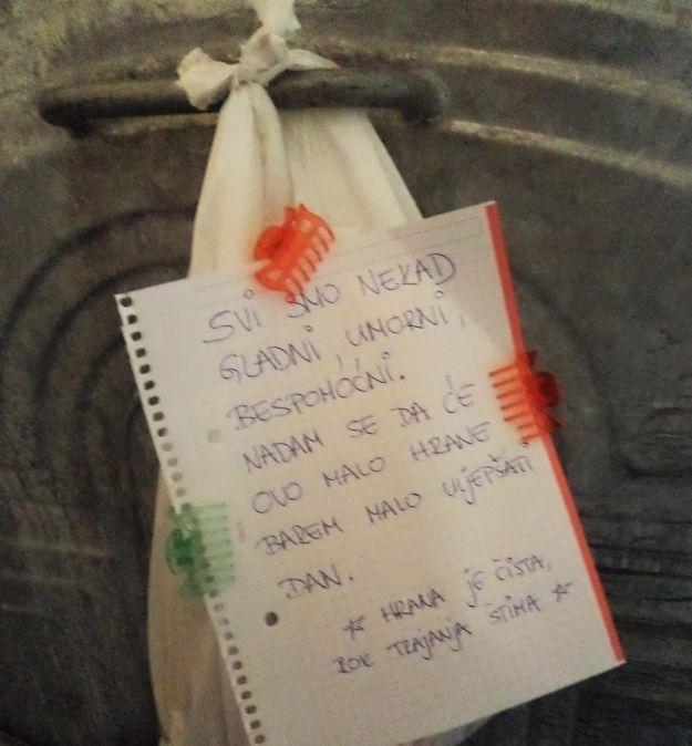 Zagrebački studenti s velikim srcem: Na kontejnerima ostavljaju vrećicu s hranom i toplom porukom