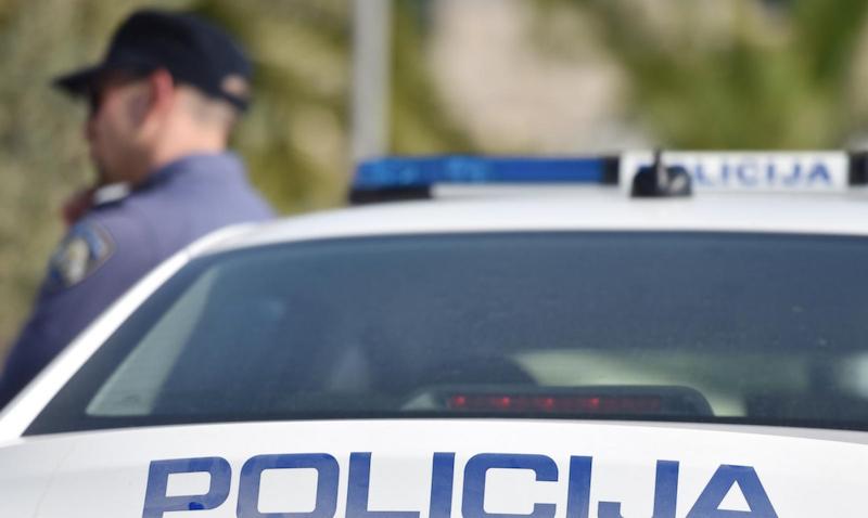 Dvojica provalila u trgovinu u Briševu, jedan od njih maloljetan