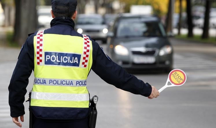 Policiji bježao pijan sa 2,63 promila vozeći na felgama