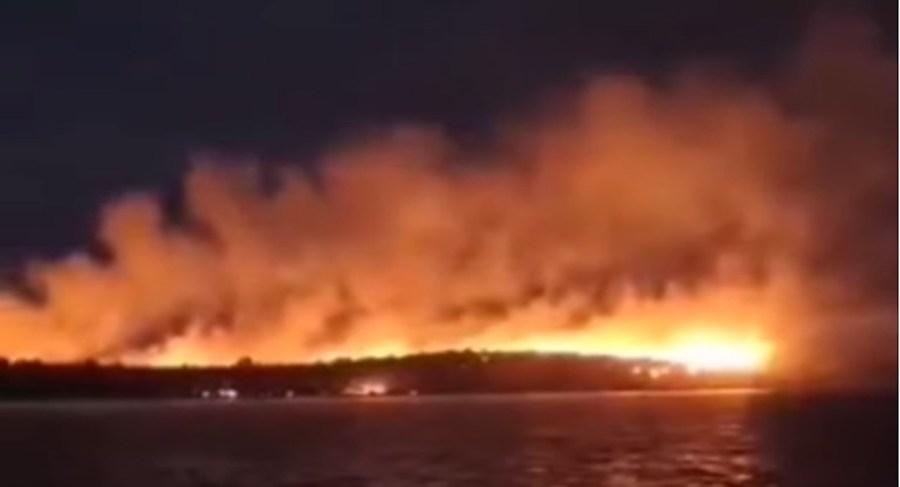 Zbog požara na otoku Lavdara evakuirano 50-ak ljudi. Ozlijeđena dva vatrogasca
