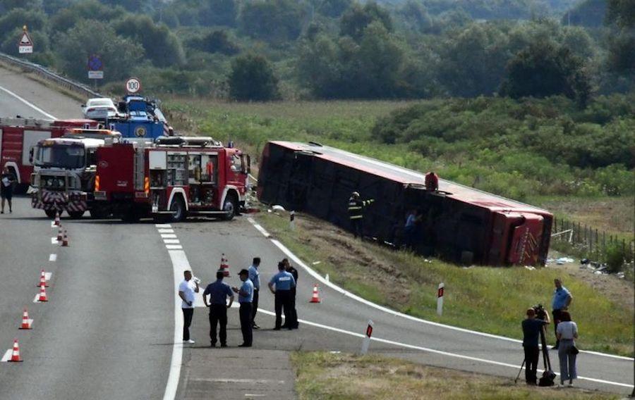 POGINULO 10 LJUDI Stravična nesreća kod Slavonskog broda – vozač autobusa zaspao