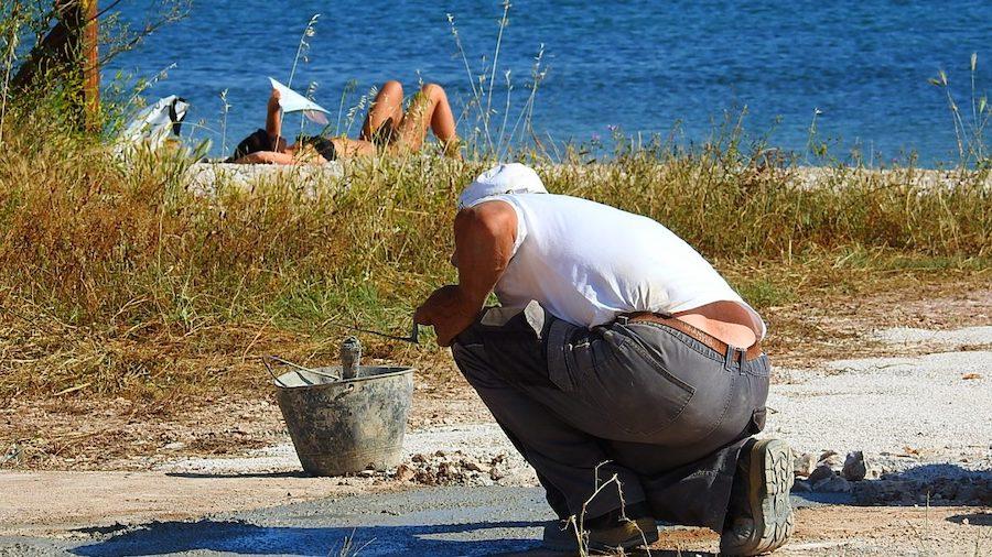 SLABAŠNI POKUŠAJI SANKCIONIRANJA Raste pošast bespravne gradnje i nagrđivanja obale