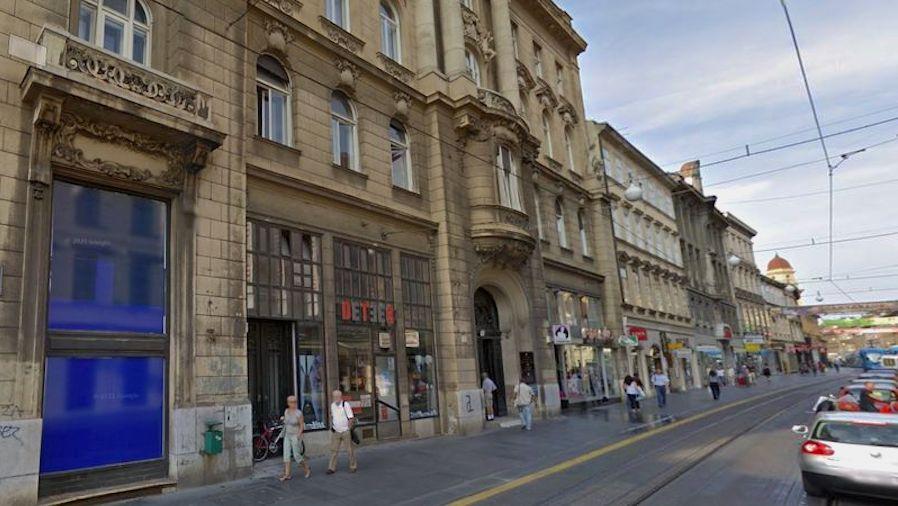 Sa zgrade ministarstva zaduženog za obnovu od potresa pala fasada i teško ozlijedila dječaka!