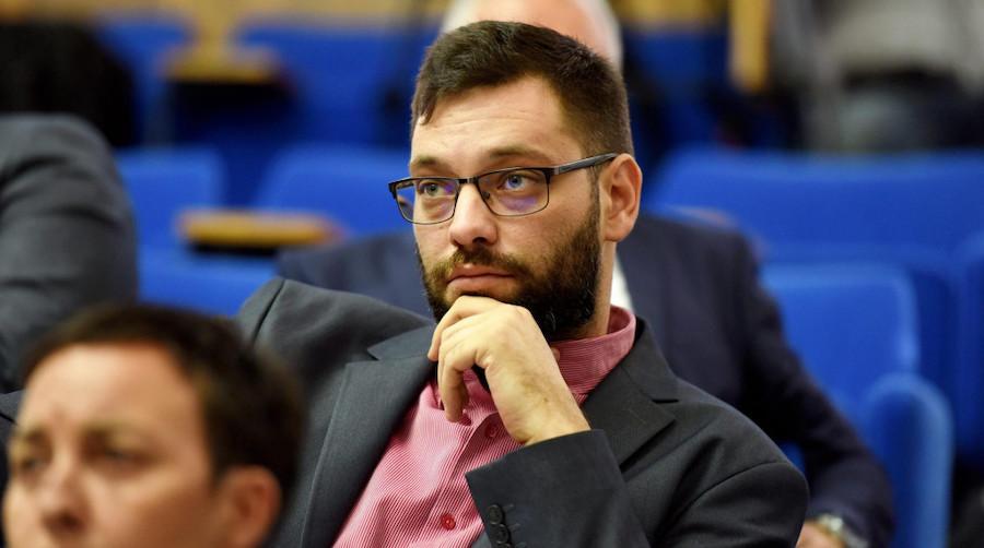 """ZUBČIĆ: """"HDZ štiti sitnog lopova Radoša, a 46 zadarskih studenata ostalo je na ulici"""" (VIDEO)"""